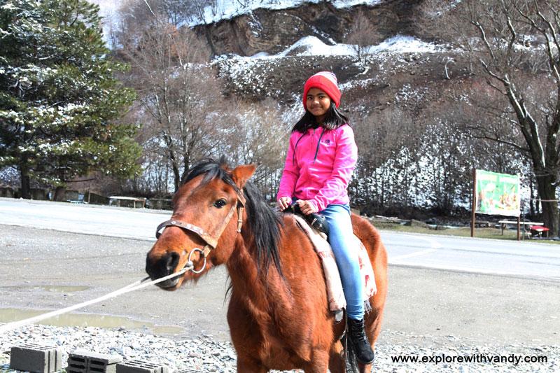 Horse riding varalika