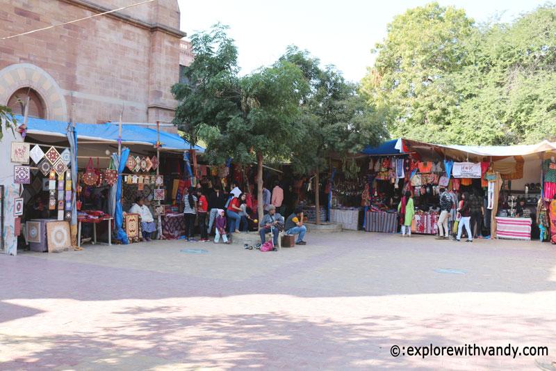 Souvenir shops outside Aina mahal